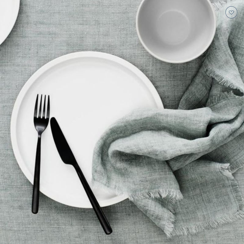 How-to-style-your-table-for-a-romantic-dinner-tablecloth