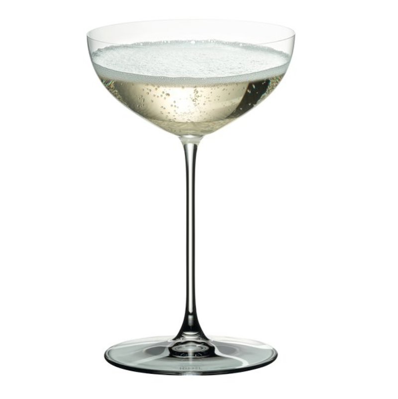 How-to-style-your-table-for-a-romantic-dinner-cocktail-glass