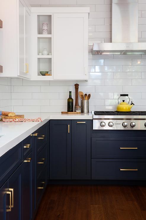 kitchen-design-trends-darker-kitchen-cabintet-3
